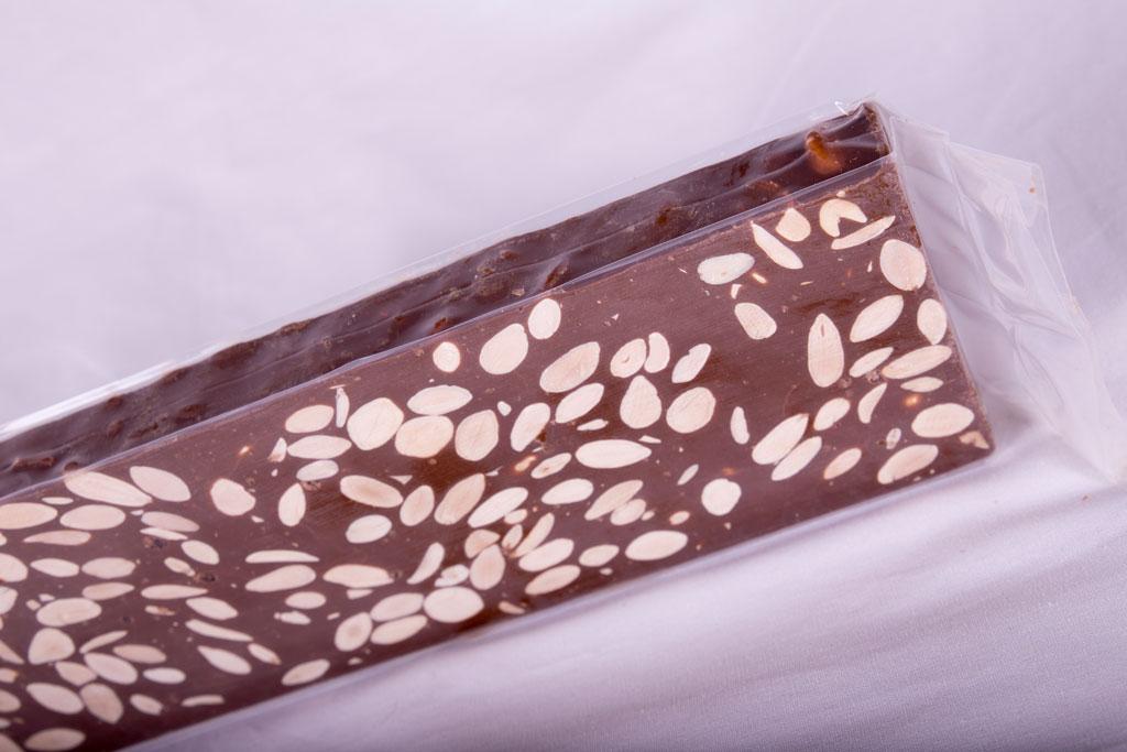 Turrón de Chocolate con Leche y almendras - Turrones Espí Alicante